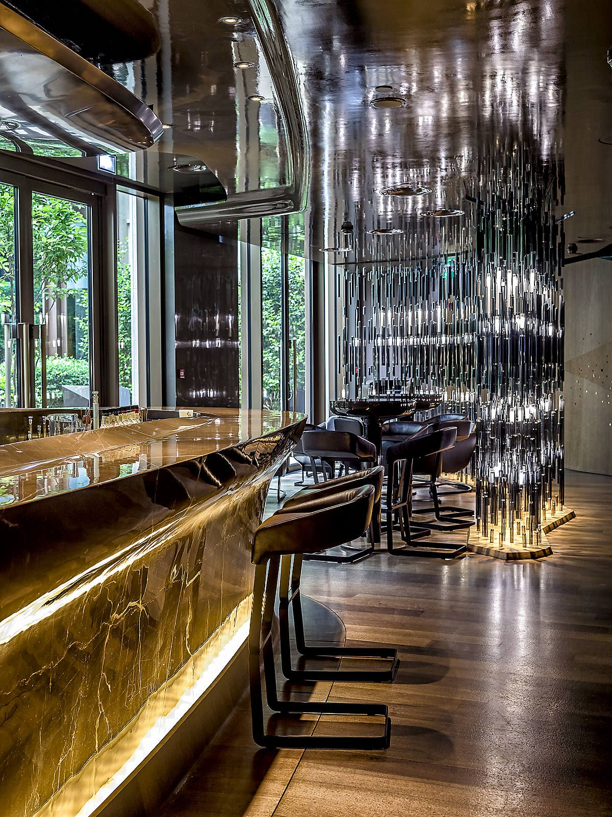 Bar 8 at mandarin oriental paris commercial interior for 8 design hotel