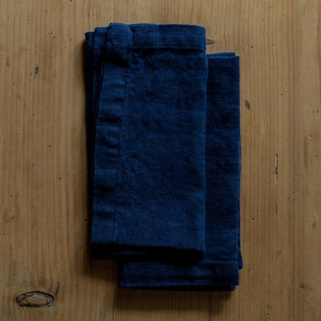 http://www.neukolln.es/shop/ Check our online store!  SET OF 2 NAVY WASHED LINEN NAPKINS SET INCLUDES 2 NAPKINS COLOUR: NAVY SIZE: 40X40 CM MADE FROM 100% WASHED LINEN  NATURAL & ANTIALLERGIC MATERIAL MADE IN LITHUANIA CARE INFO: MACHINE WASHABLE 40C MADE BY LINEN TALES Photo credits Linen Tales