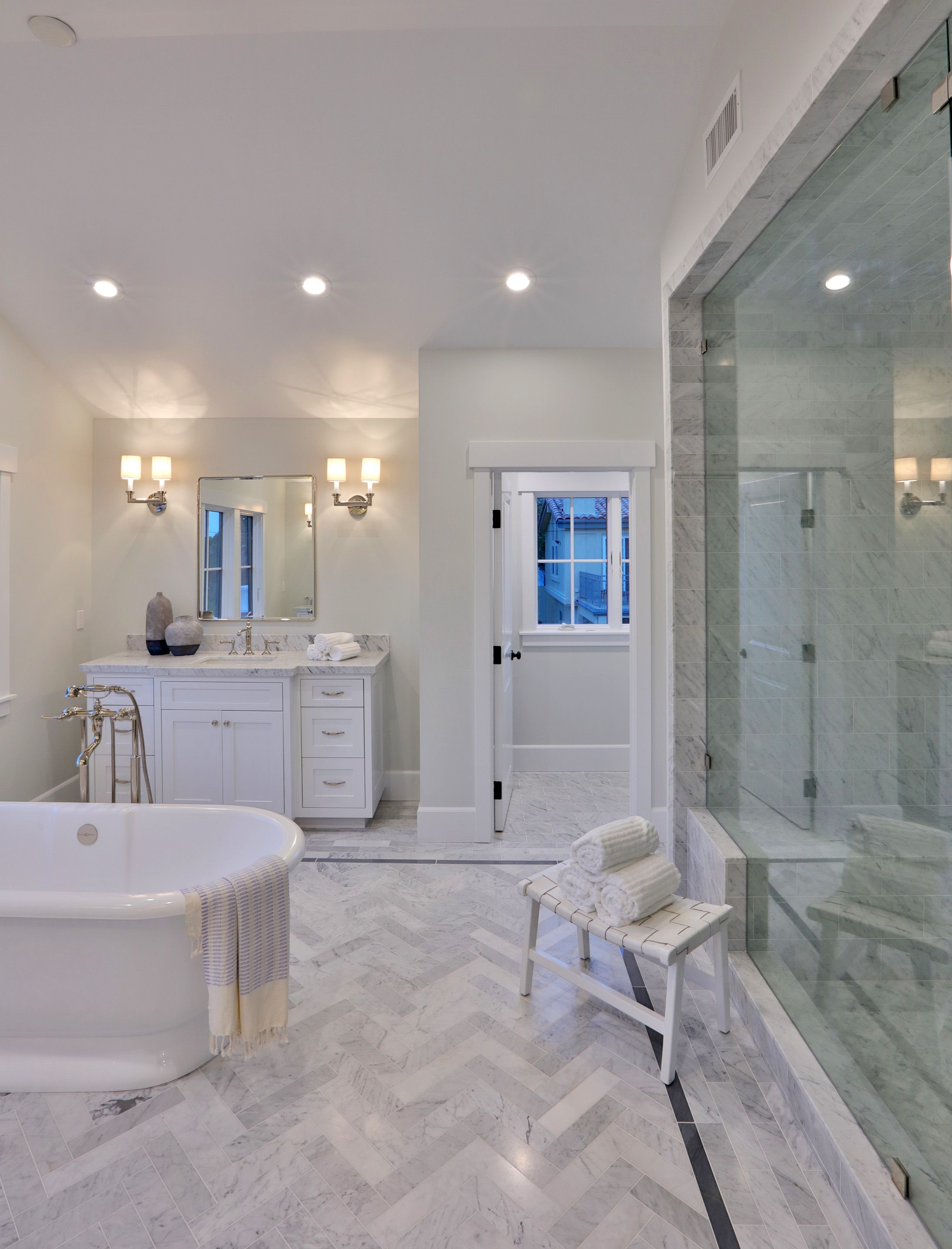 Master Bath In Luxury Home With Marble Floor Luxury Master Bathrooms Master Bathroom Design Bathroom Suites