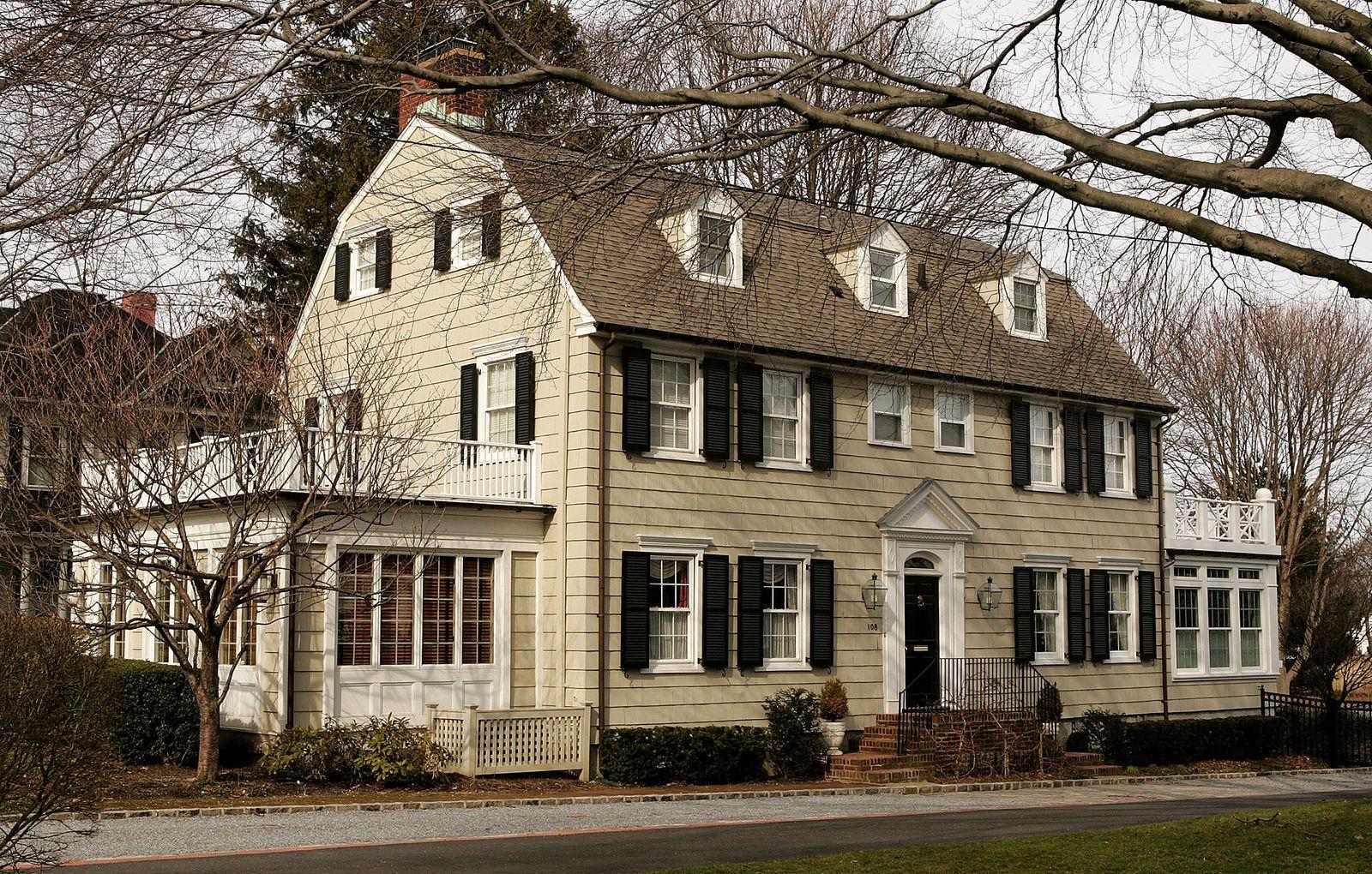 Inside The Irl Amityville Horror House Horror House Dutch Colonial Homes The Amityville Horror House