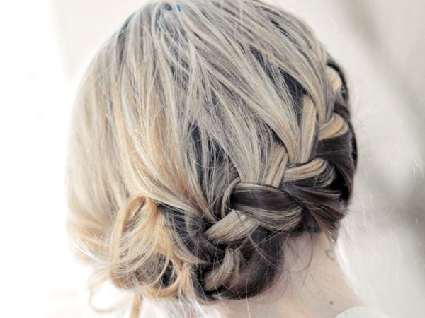 25 Cute Updos For Short Hair Which Are Lovely