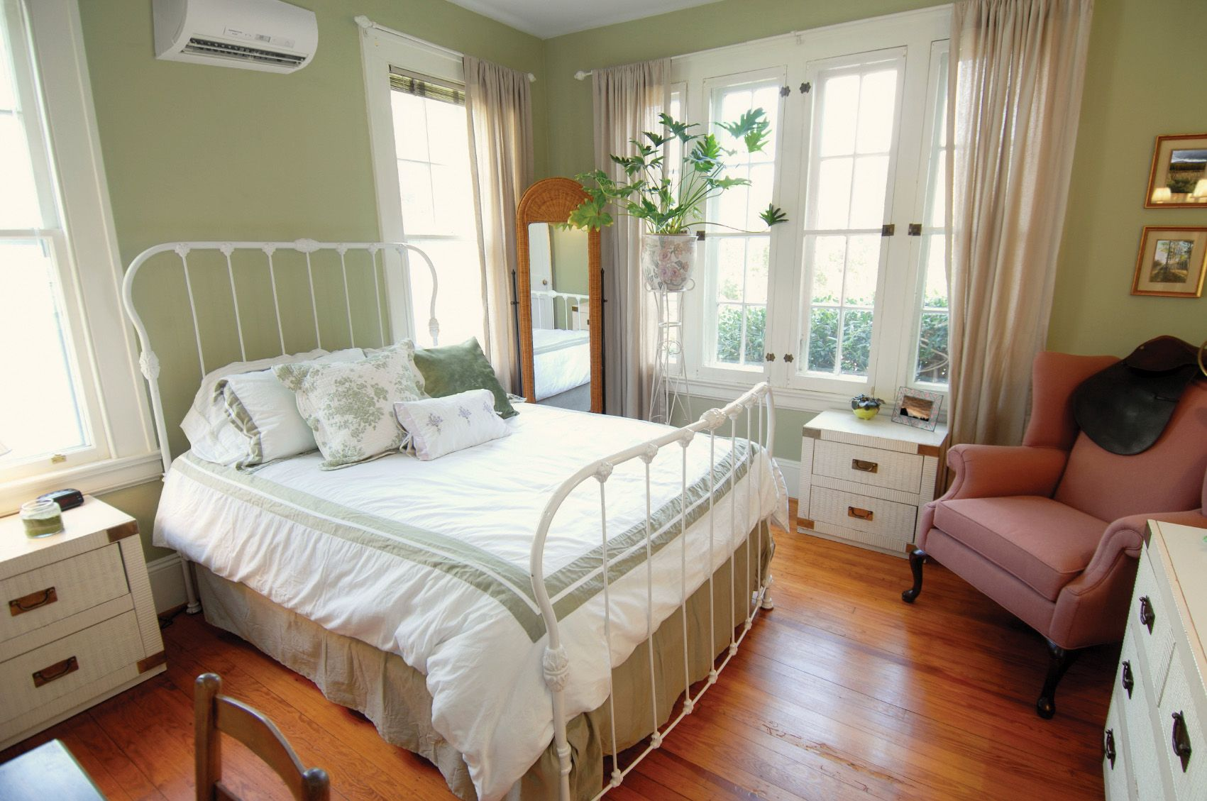 Check Out The Mitsubishi Electric Cooling Heating Head Above The Bed This Indoor Unit Can He Country Style Living Room Cool Room Decor Country Style Bedroom