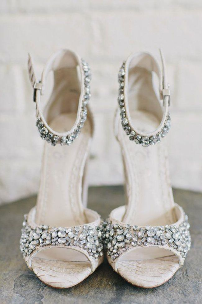 Inspiracje Slubne Zdjecie Slubne Ktore Warto Miec Buty Panny Mlodej Bling Shoes Wedding Shoes Trending Shoes