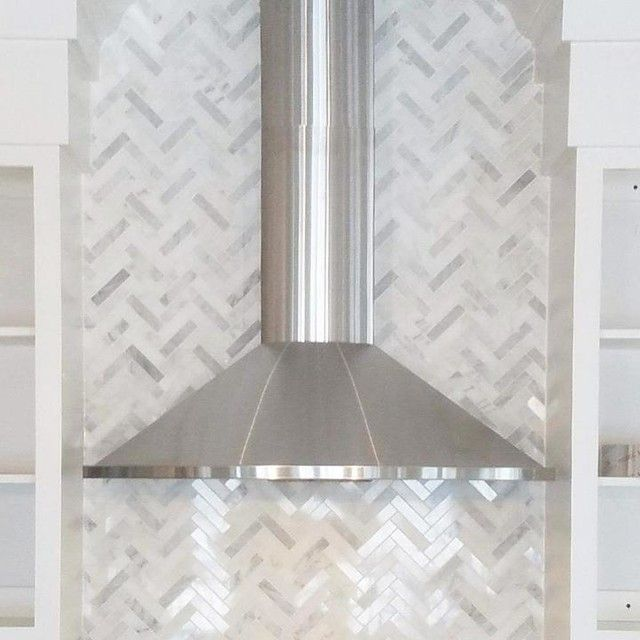 Hampton Carrara Tumbled Large Herringbone Marble Mosaic Tile The Confused Is This Shiny Or Matte Finish