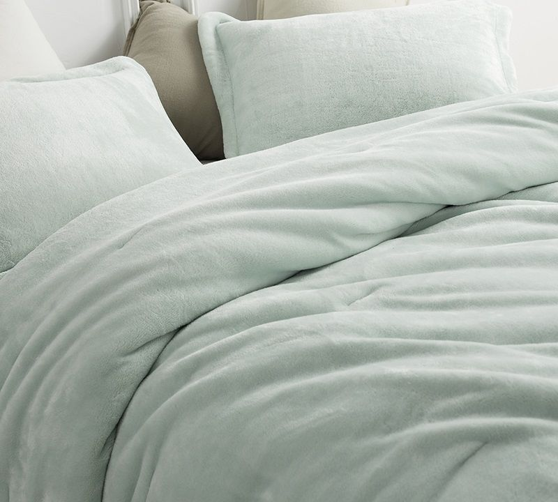 Mint Green Plush Coma Inducer Comforter Cozy Me Sooo Comfy Super Soft Twin Xl Queen And King Bedding Hint Of Mint Mint Green Comforter Comforters Cozy Green Comforter
