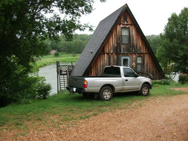 LAKEFRONT A-FRAME CABIN -NORTH CENTRAL ARKANSAS-NEAR SPRING RIVER-DECK OVERLOOKING LAKE. RUSTIC-OPEN CONCEPT WITH LOFT BEDROOM. PERFECT VACATION-GET-A-WAY CABIN.-FISH,SWIM, CANOE, KAYAK.-AND OTHER MT. ACTIVITIES in Hardy AR