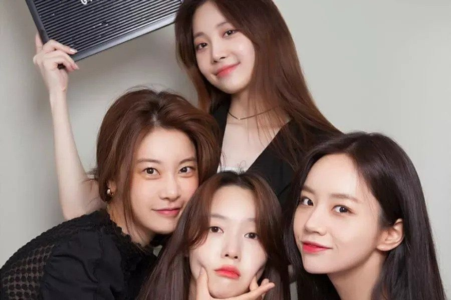 Girl's Day Shows Love For Hyeri On Set Of Her New Drama