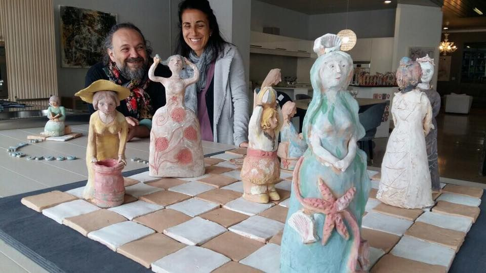 Foto dell'opera  Le donne nel gioco della vita e collegamento alla pagina con le fotografie fatte durante la realizzazione dell'opera