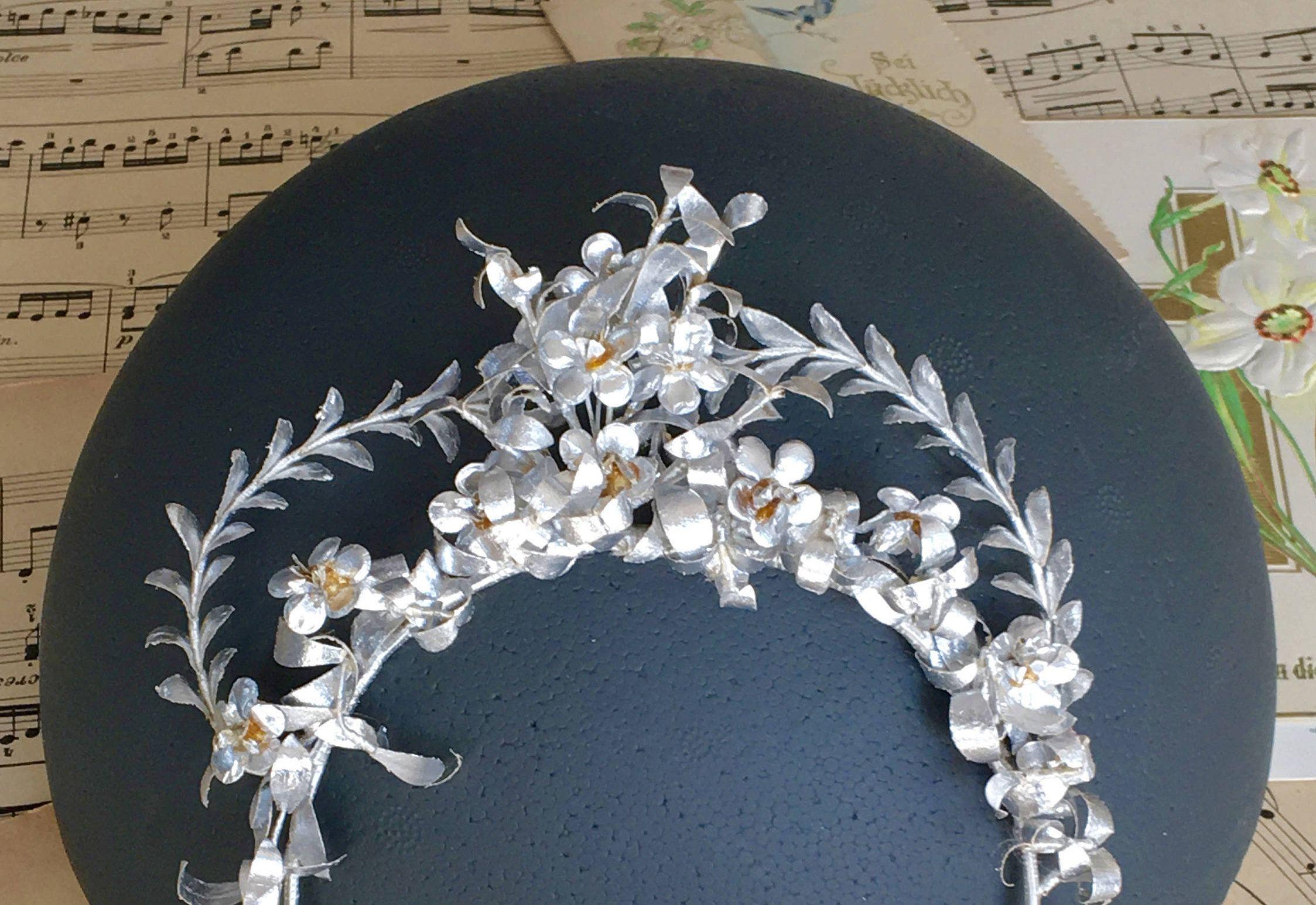 Krone Papier Hochzeit Vintage Papier Diadem Braut Tiara Etsy Bridal Flowers Flower Tiara Wedding Paper