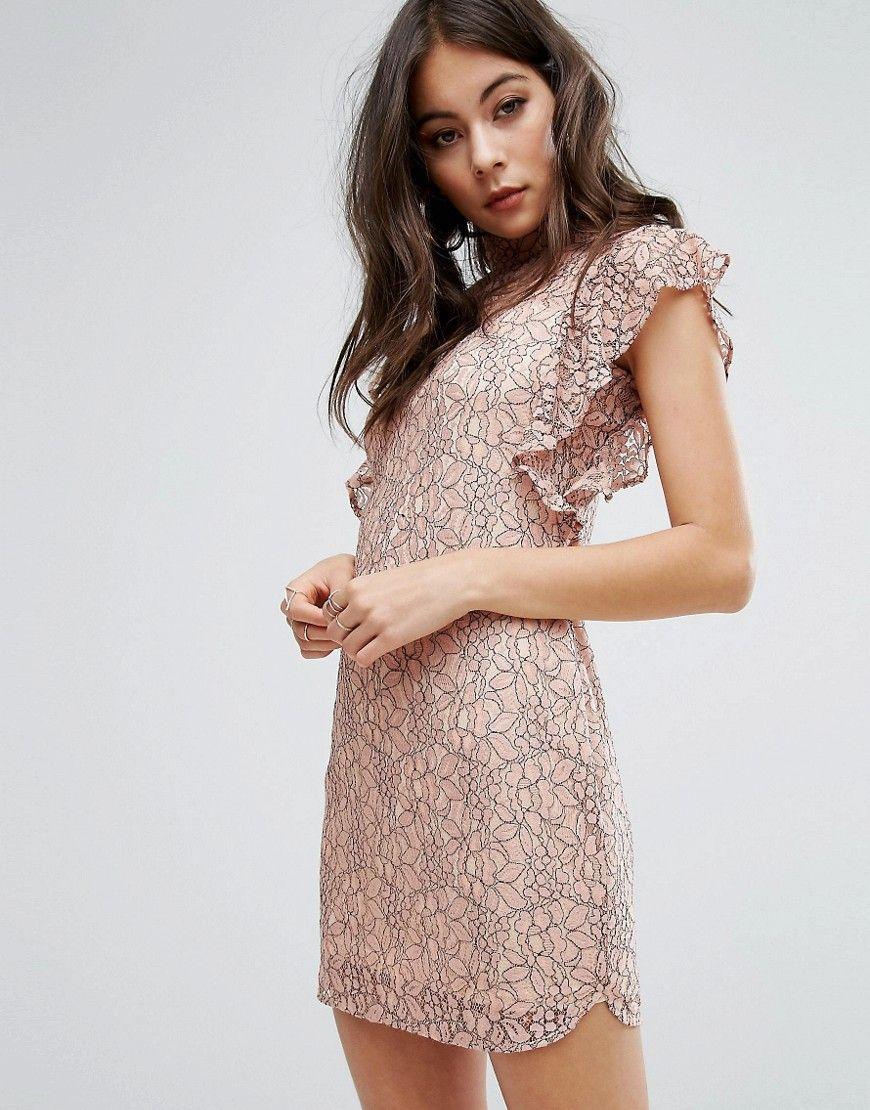 PrettyLittleThing - Figurbetontes Kleid mit hohem Kragen und ...