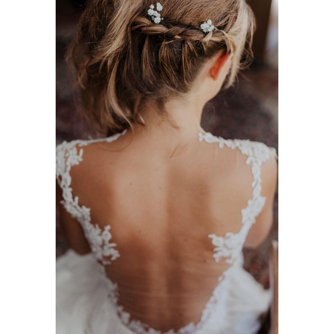 In Love With Gettingready Moments Who Else Bride Bridetobe Weddingdress Backlessweddingsdress Braut Brautkleid Hochzei Wedding In This Moment