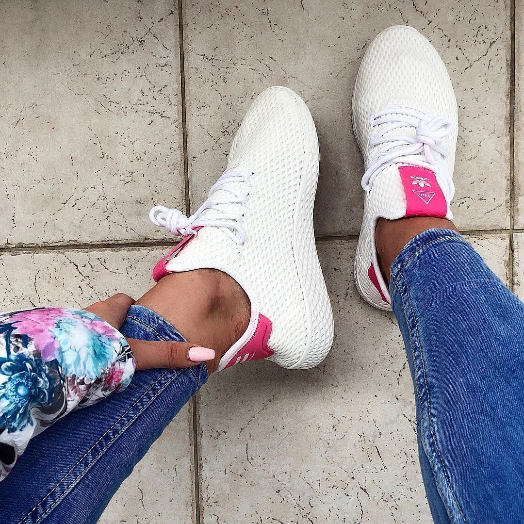 Adidas Tennis Hu Ein Sneaker Von Pharrell Williams Perfekt Fur Den Sommer Foto Https Www Instagram Com T Sneakers Addidas Shoes Buy Womens Shoes Online