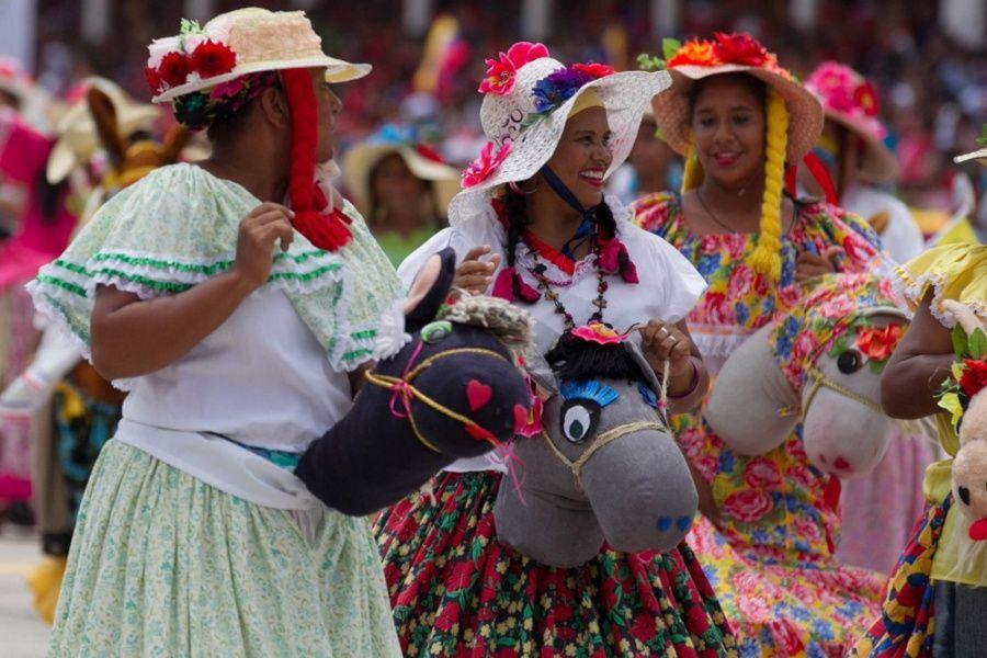 Marches also displayed Venezuelan culture. (Luis Plaza ...