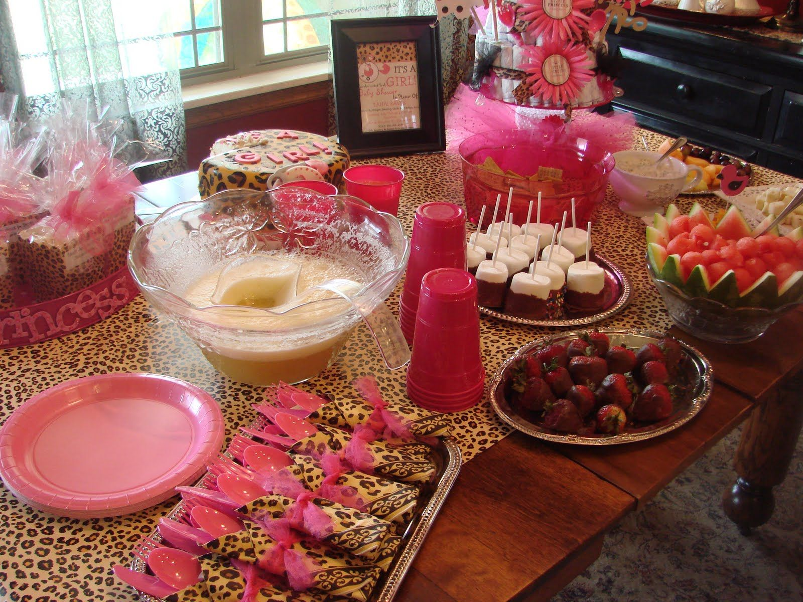 Leopard print baby shower the table i made a table for Animal print baby shower decoration ideas