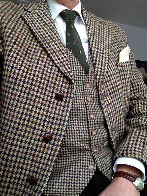 En engelsk COOP-kavaj i Harris Tweed från 70-talet och en anonym ylleväst  med nästan samma mönster i mindre format. 94f2ceeacd0e0