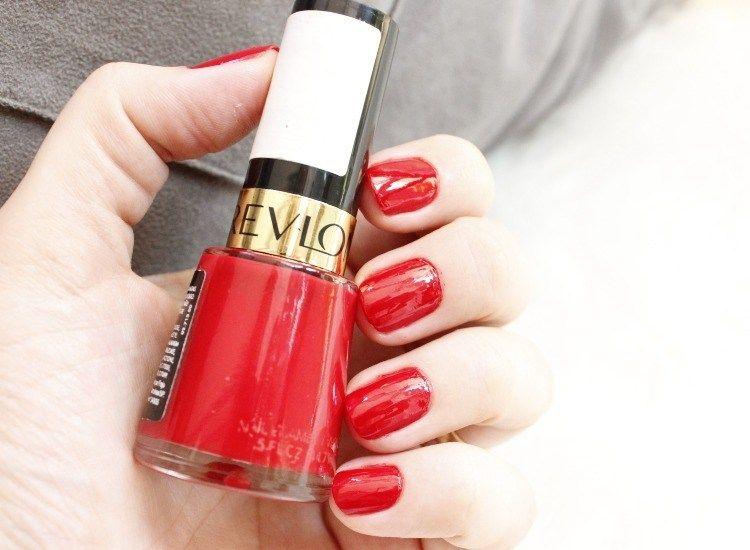Revlon Red - esmalte vermelho - Mulher sem photoshop