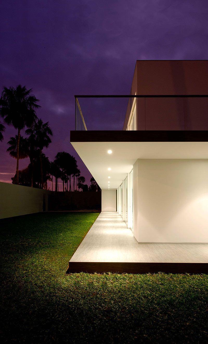 Casa minimalista en Lima, diseñada por Javier Artadi