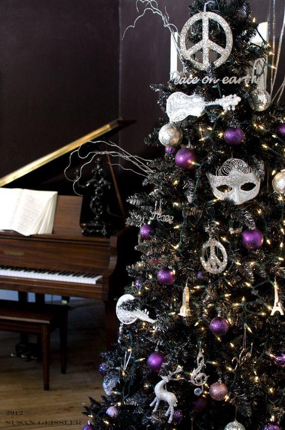 Delightful 22 Unique Black Christmas Tree Décor Ideas