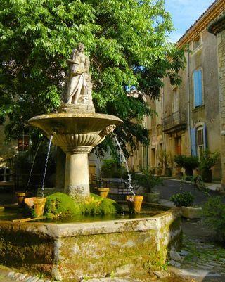 provencetoujours Provence - Saignon - Fountain in the village