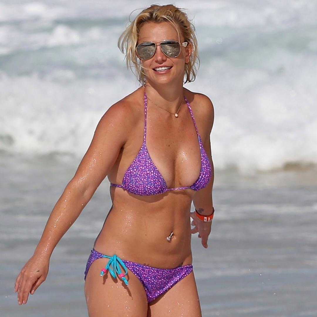 britneyspears #bellybutton #bellybuttonring #bikini #bustygirls