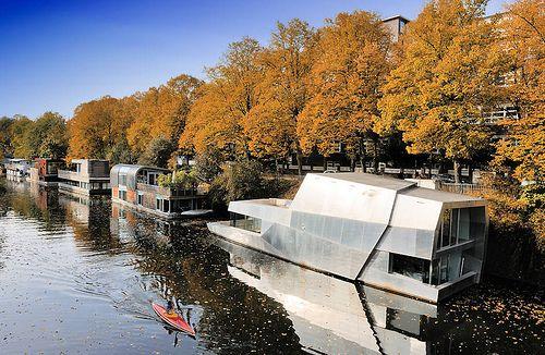 0033 Moderne Hausboote am Ufer des Eilbekkanals