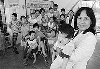 Agent Orange var en gift, der blev brugt af amerikanerne under Vietnamkrigen. Man sprøjtede det på træerne, så bladene faldt af og aldrig kom tilbage. Konsekvenserne var at område blev forurenet og mange børn blev handicappede.