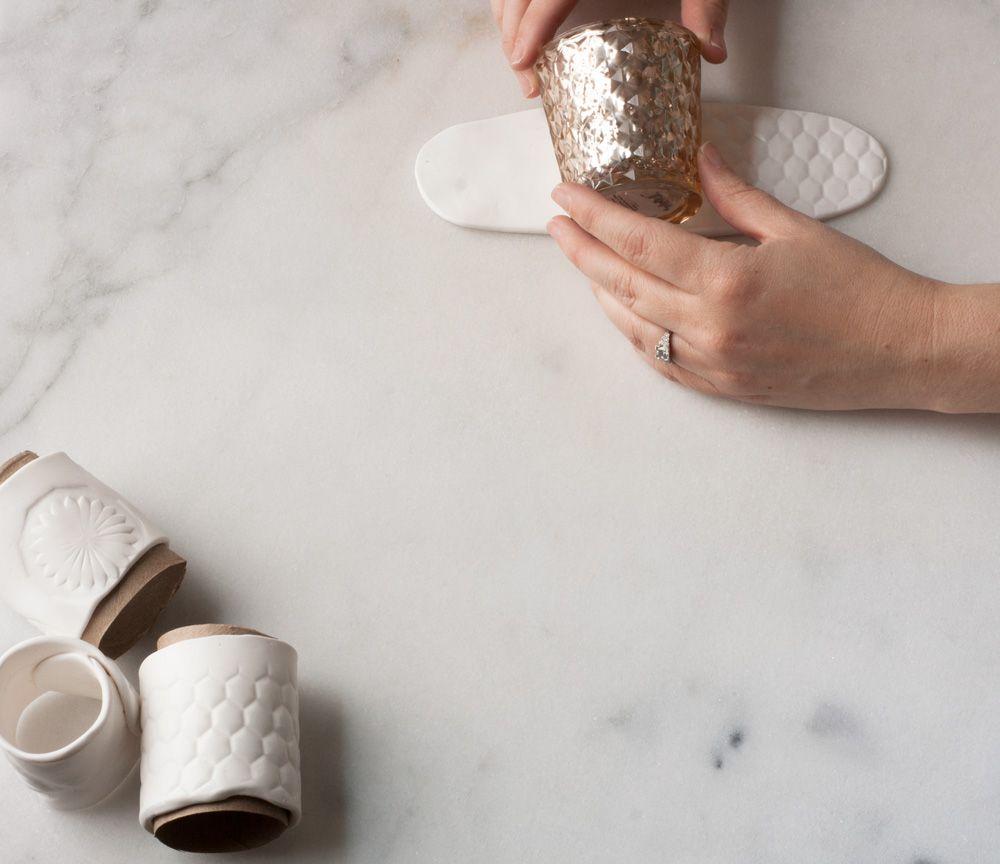 serviettenringe selber machen was ihr braucht fimo in wei karton einer papierhandtuchrolle ein. Black Bedroom Furniture Sets. Home Design Ideas