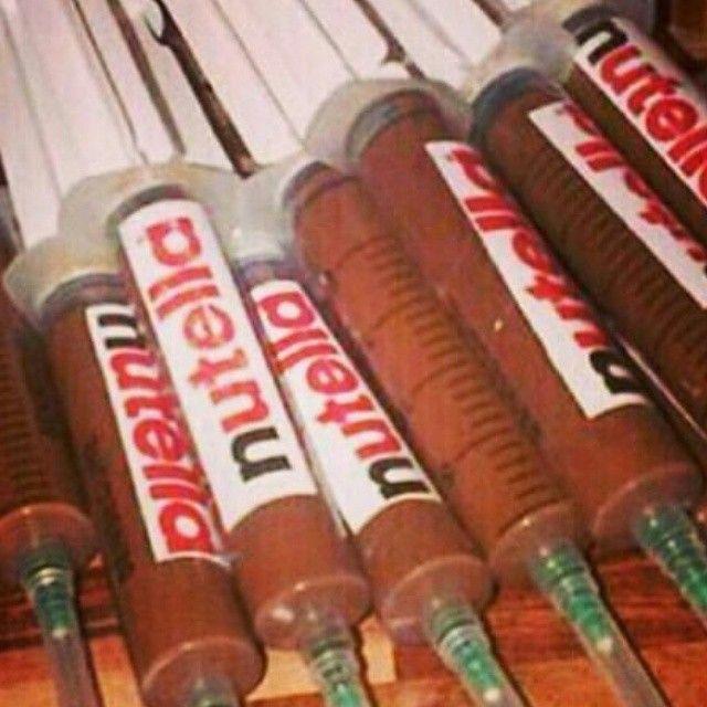 هروييين شوكولا نوتيلا Nutella غرد بصورة صور Nutella Hediyeler Makyaj Urunleri