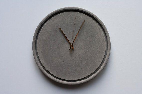 Horloge murale en béton gris kaki par croque béton sur etsy