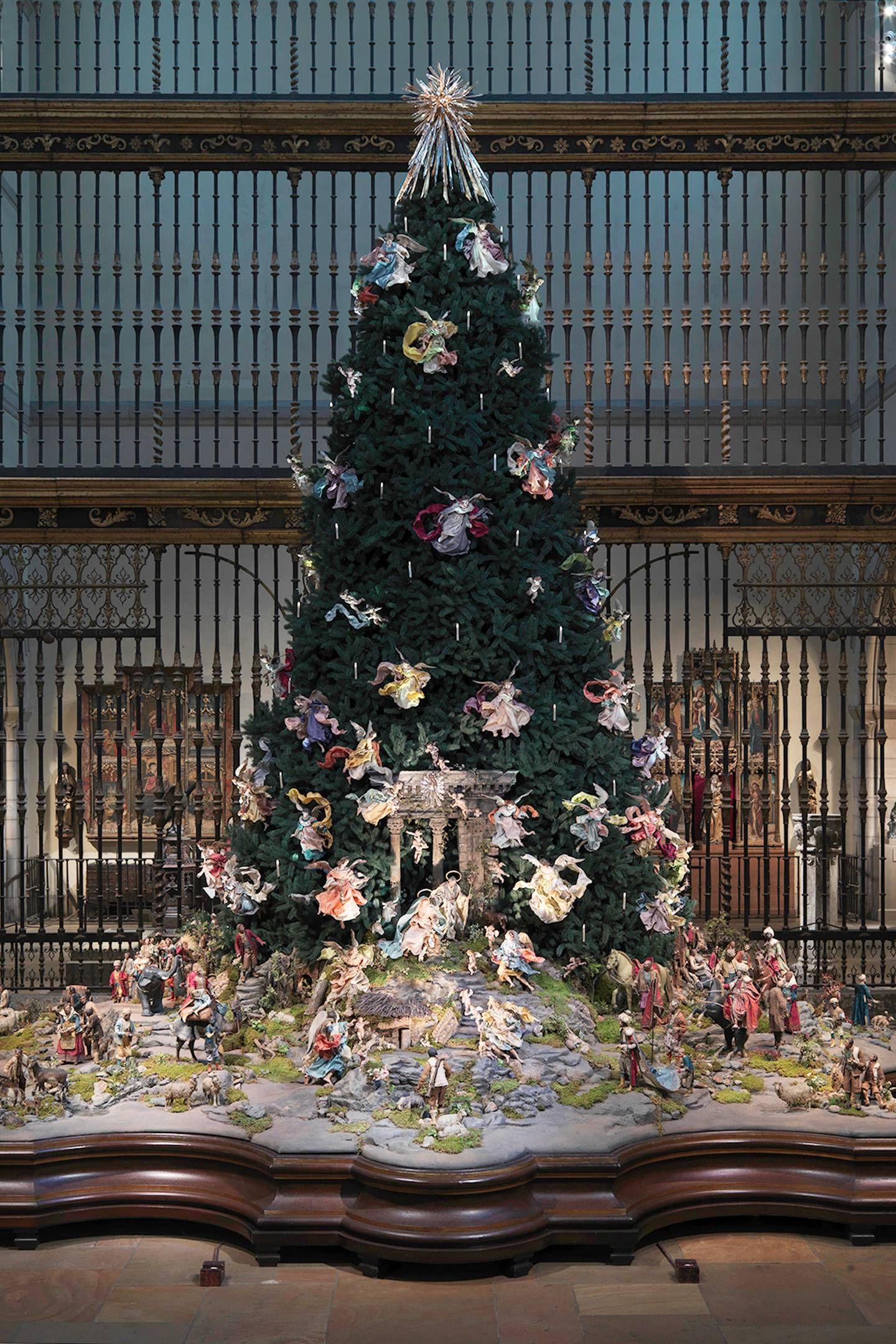 2 Metropolitan Museum Of Art Christmas Tree And Neapolitan Baroque Creche New York Christmas Christmas Christmas Tree