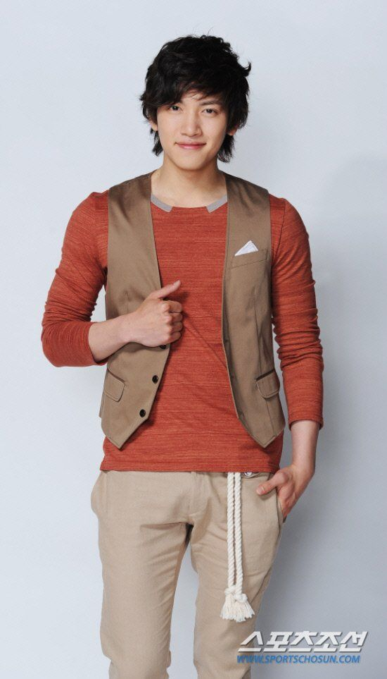 http://www.hancinema.net/korean_Ji_Chang-wook.php-picture_324773.html?sort=Latest_Added_Pictures