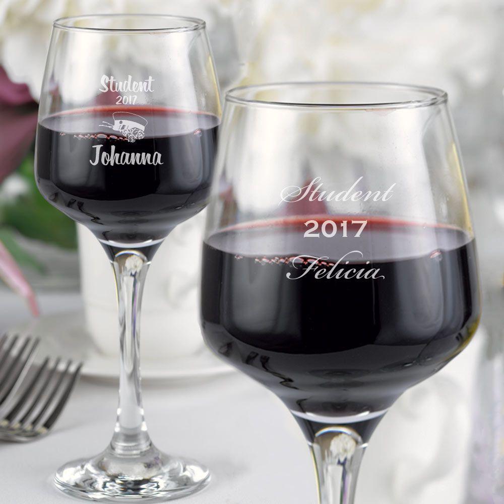 Elegant og stilrent vinglas. For at få et ekstra personligt glas kan du graver det med dit elle...