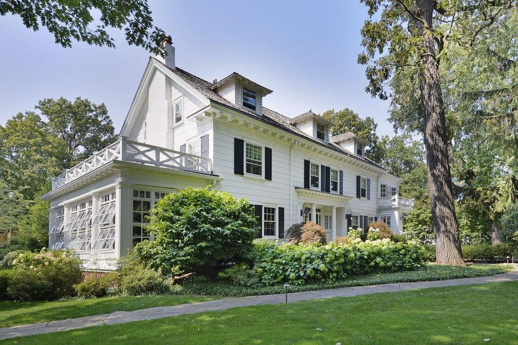Photos 1 of 30 Save Home Share Sold 2,202,500 (6 beds, 4
