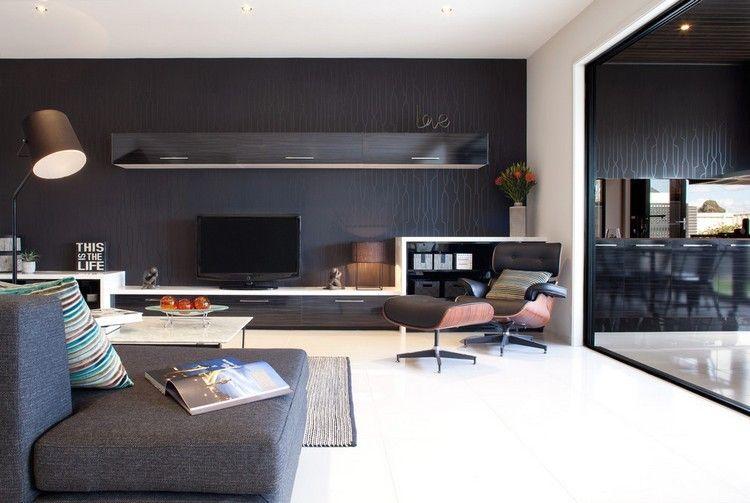 schwarze Tapete mit subtilem Muster hinter Wohnwand A_Home Pinterest