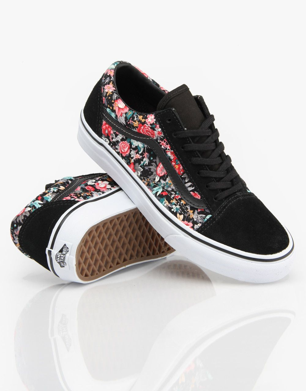 Zapatos Planos. Tacones. Ropa De Mujer. Capuchas. Vans Old Skool Girls  Skate Shoes - Multi Floral Black True White - RouteOne 43864f44af5