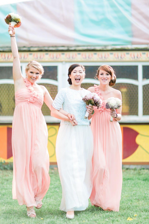 Annette und Frederiks DIY-Hochzeit in bunten Pastellfarben @Le Hai Linh http://www.hochzeitswahn.de/inspirationen/diy-hochzeit-in-bunten-pastellfarben-von-annette-und-frederik/ #diywedding #wedding #bridemaids