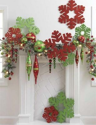 Christmas decorations / snowflakes in green and red