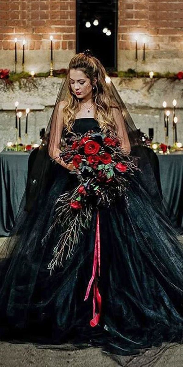 21 Gothic Wedding Dresses: Challenging Traditions   Gothic wedding ...
