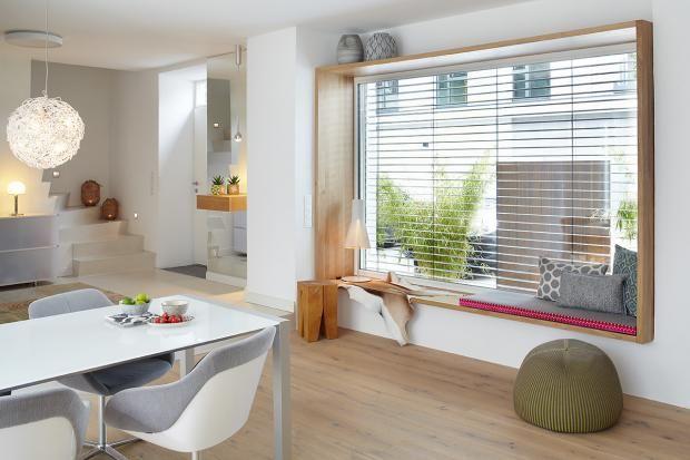 wohnen im modernisierten altbau | sitzfenster, holzrahmen und fenster - Wohnzimmer Grose Fensterfront