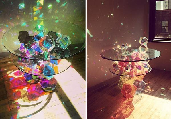 """트위터의 연성 독촉하는 무겐 마미야 님: """"빛 조각을 뿌리는 테이블. 이런 테이블이 내 방 안에 있다면 몽상에 젖기 쉬울 것 같아 탐이 나는군. http://t.co/0v9Dtifse1"""""""