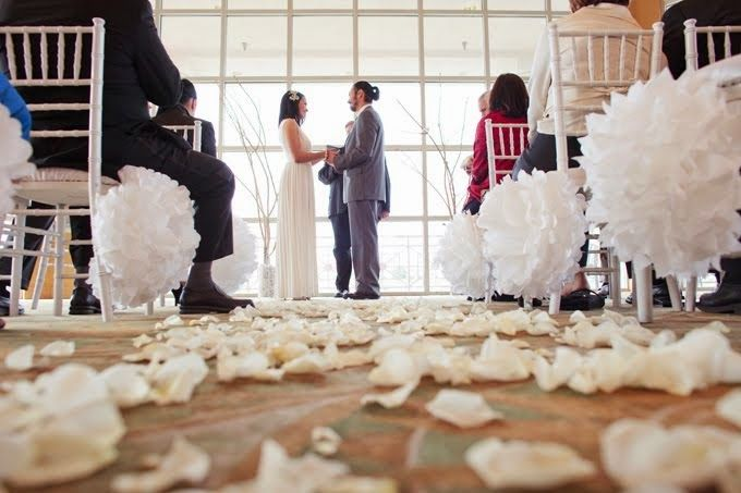 5 ideas para decorar tu boda con pompones de papel de seda Boda