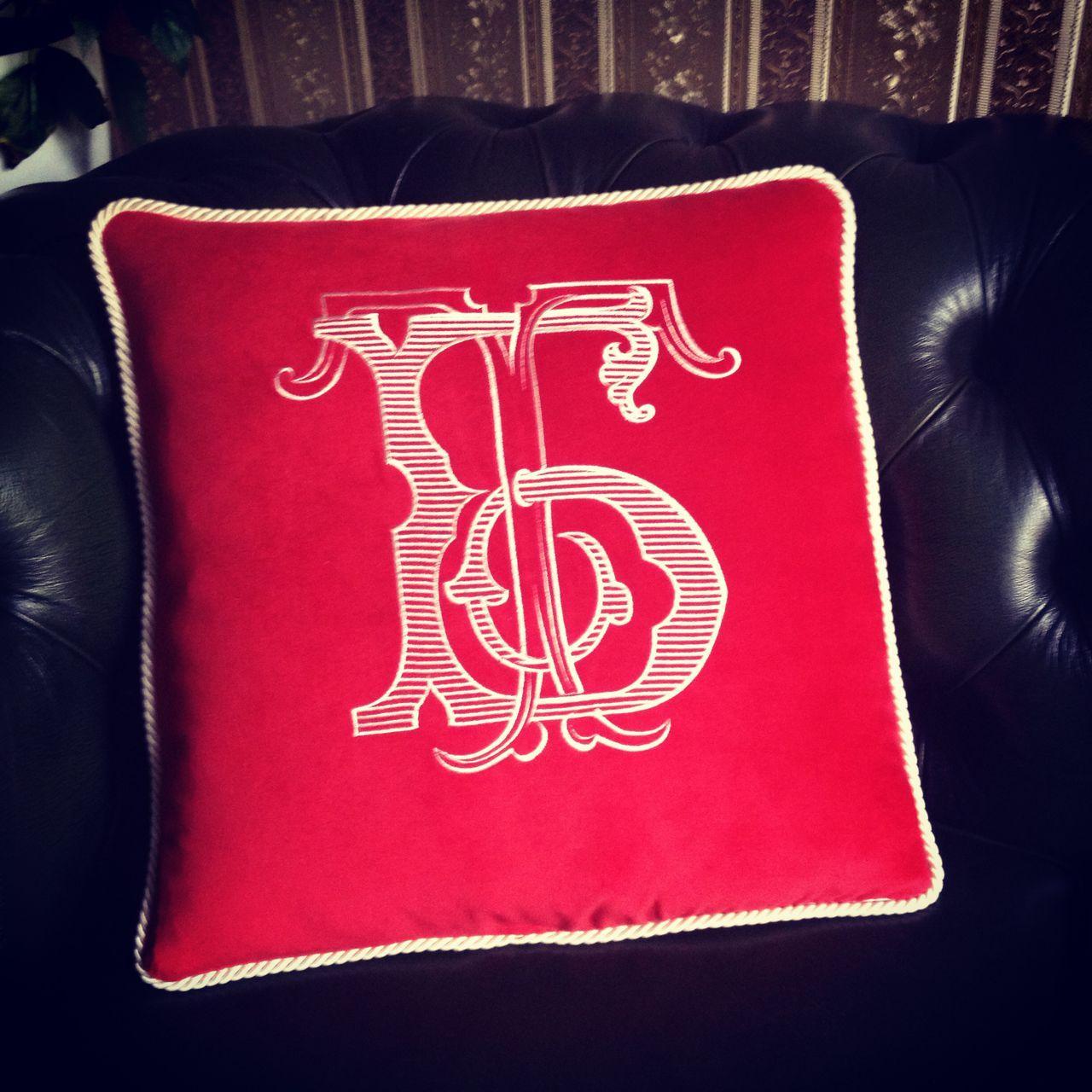 Декоративная подушка на заказ из бархата с вышитыми вензелями
