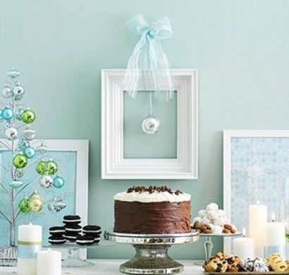 leichte-Wanddekoration-zu-Weihnachten-bilderrahmen-weiß-band-torte