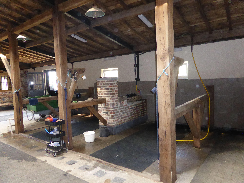 Stijlvolle Boerderij Zweden : Stijlvolle houten bijgebouwen stal paarden zadelkamers en