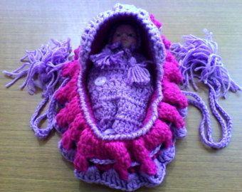 Crochet Cradle Purse di WithLoveByAnne su Etsy