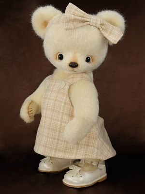 Cheryl Hutchinson - USA The Guild of Master Bearcrafters: 2013 Excellence in Bear Artistry Award Winners!