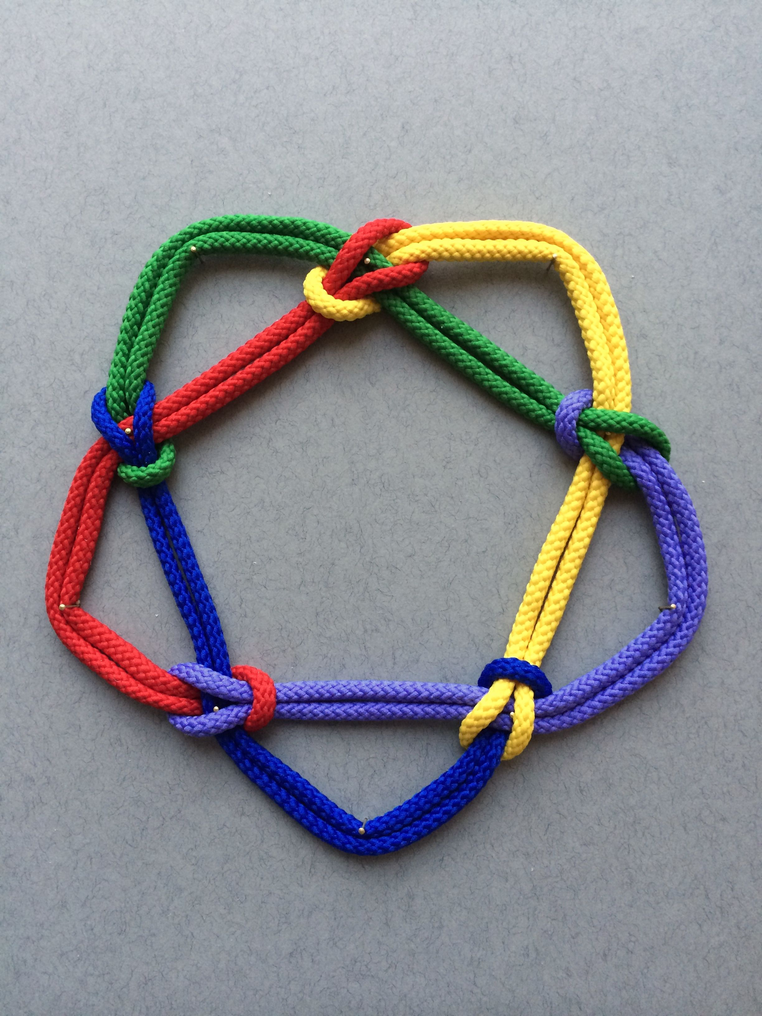 5-1 Based on the first of the two mathematical knots with five crossings. The new colour added is mauve. The 5-1 knot is also known as the cinquefoil knot. See https://en.wikipedia.org/wiki/Cinquefoil_knot for more details. Remember I am changing cord colour at each under-crossing, using reef knots to join the cords, and feeding the over-crossing cord through the reef knots.