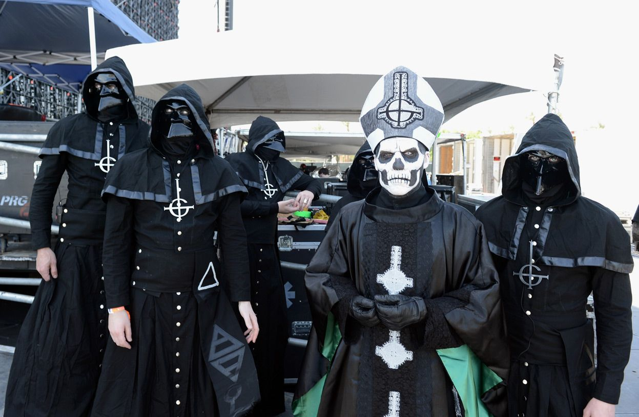 Papa Emeritus and Nameless Ghouls (Ghost) Getting ready to rock ...