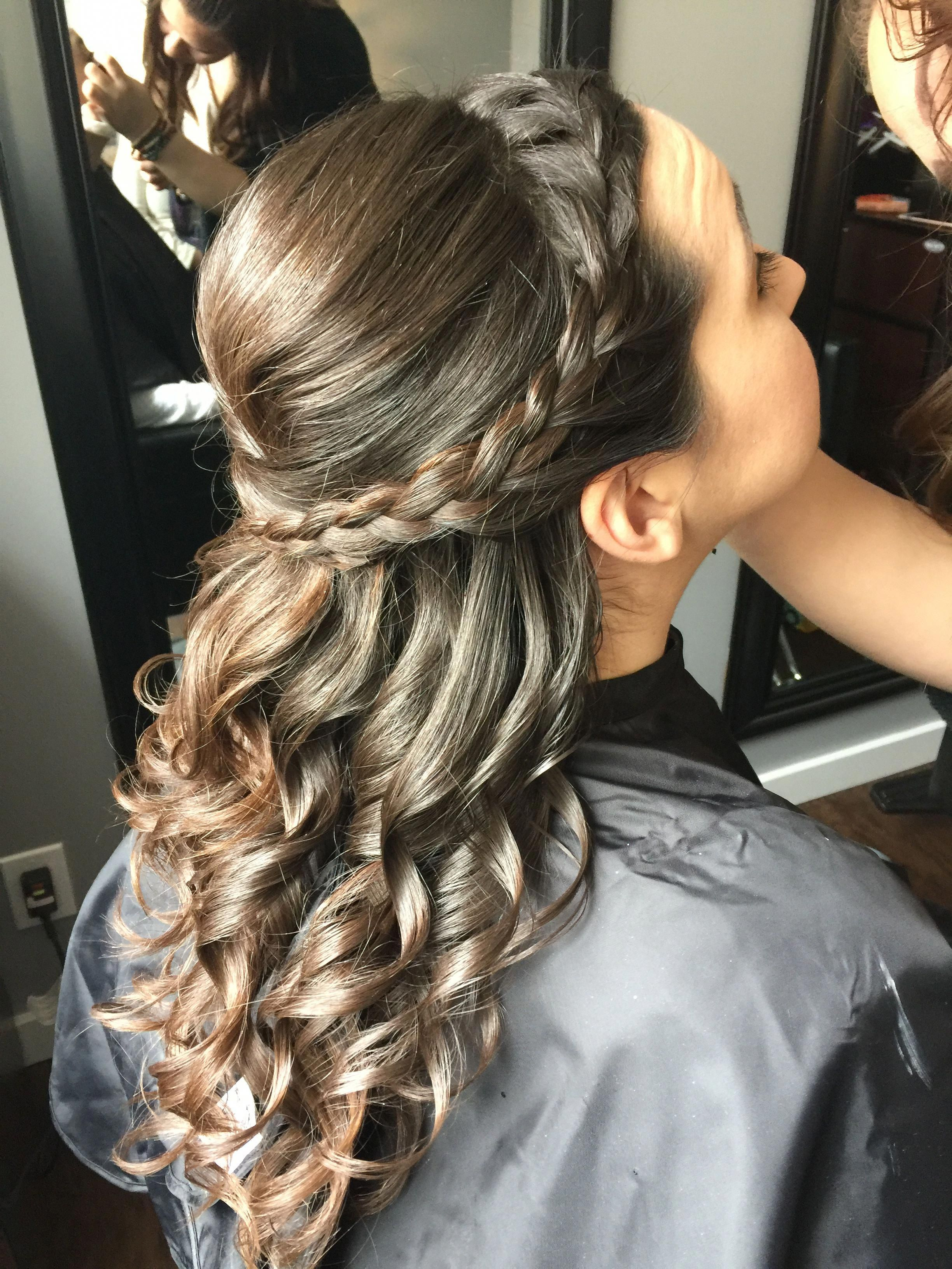 Side Braid Half Up Half Down Style Weddinghairstyleshalfuphalfdown Quince Hairstyles Braid Half Up Half Down Curls For Long Hair