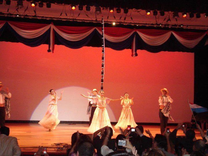 La Danza Paraguaya tambien estuvo presente en la noche, brindando un show único al publico presente. PARAGUAYAN MUSIC FESTIVAL ny